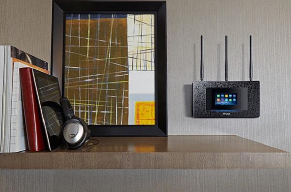 روتر وایرلس دو آنتن سری AC1900 چهار پورت گیگ با صفحه نمایش لمسی تی پی لینک TP-LINK Touch P5
