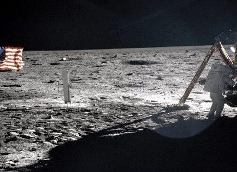 اولین فرود انسان روی ماه چگونه از تلویزیون به طور زنده پخش شد؟